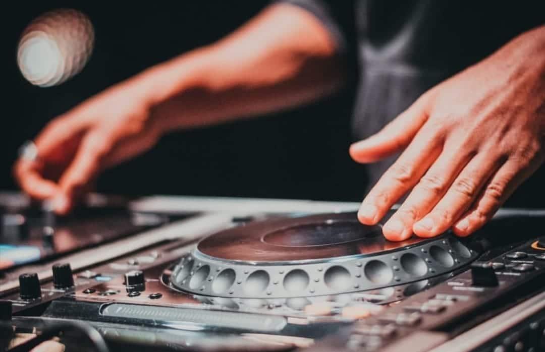 DJ FOLYNE